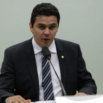 MANOBRAS DA RUMO-ALL: Em missão oficial, deputado ouve população e vistoria passagem de nível da Roque Vernalha