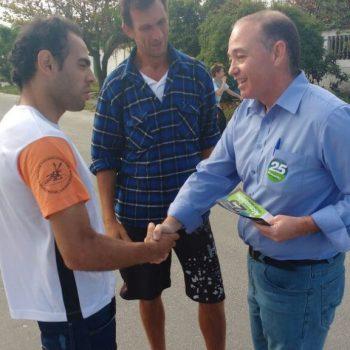 """""""25 NA CABEÇA"""": Dr.  Adalberto faz caminhada no Jardim Santa Rosa e pede votos para Alceuzinho Prefeito #25"""