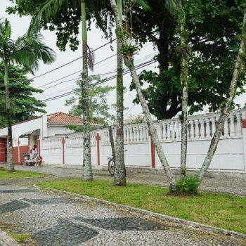 CEMITÉRIO MUNICIPAL: Prefeitura nega violação de túmulo; moradores confirmam denúncias